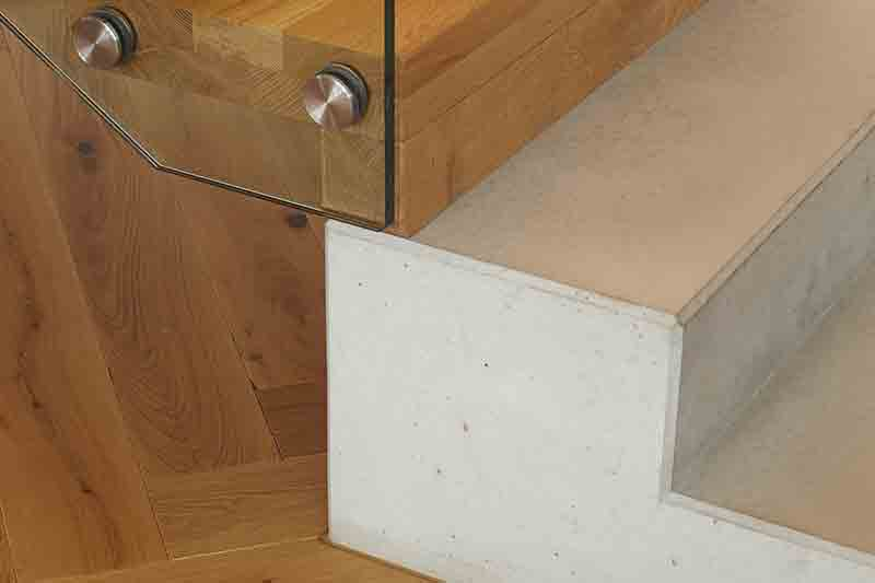 Faltwerktreppe Beton Holzkombination