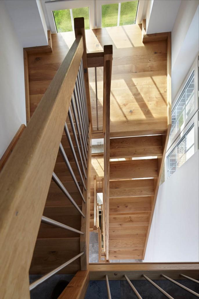 treppe eiche gallery of gerade treppe mit podest wei. Black Bedroom Furniture Sets. Home Design Ideas